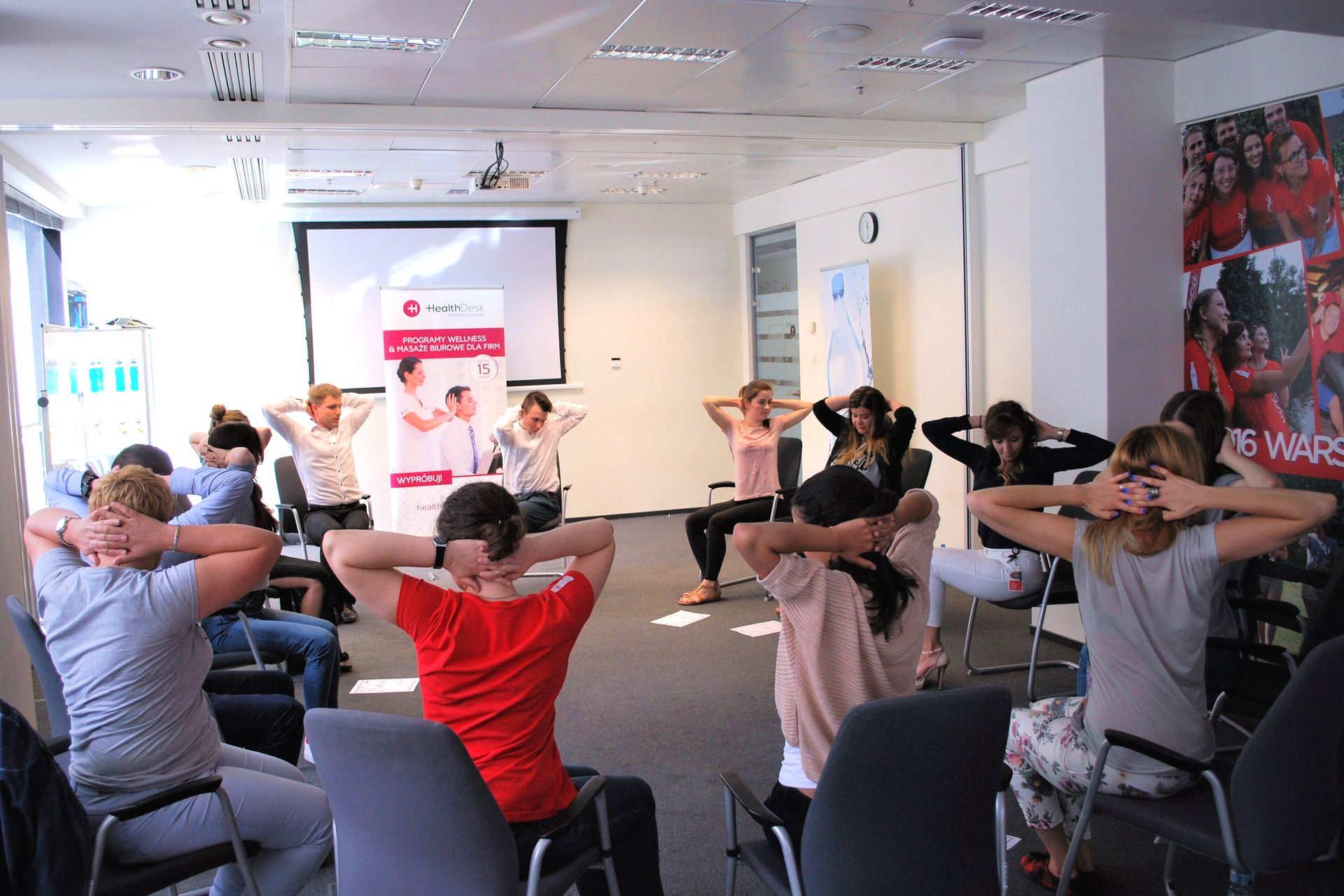 Ćwiczenia w pracy i stretching w firmie od HealthDesk 1