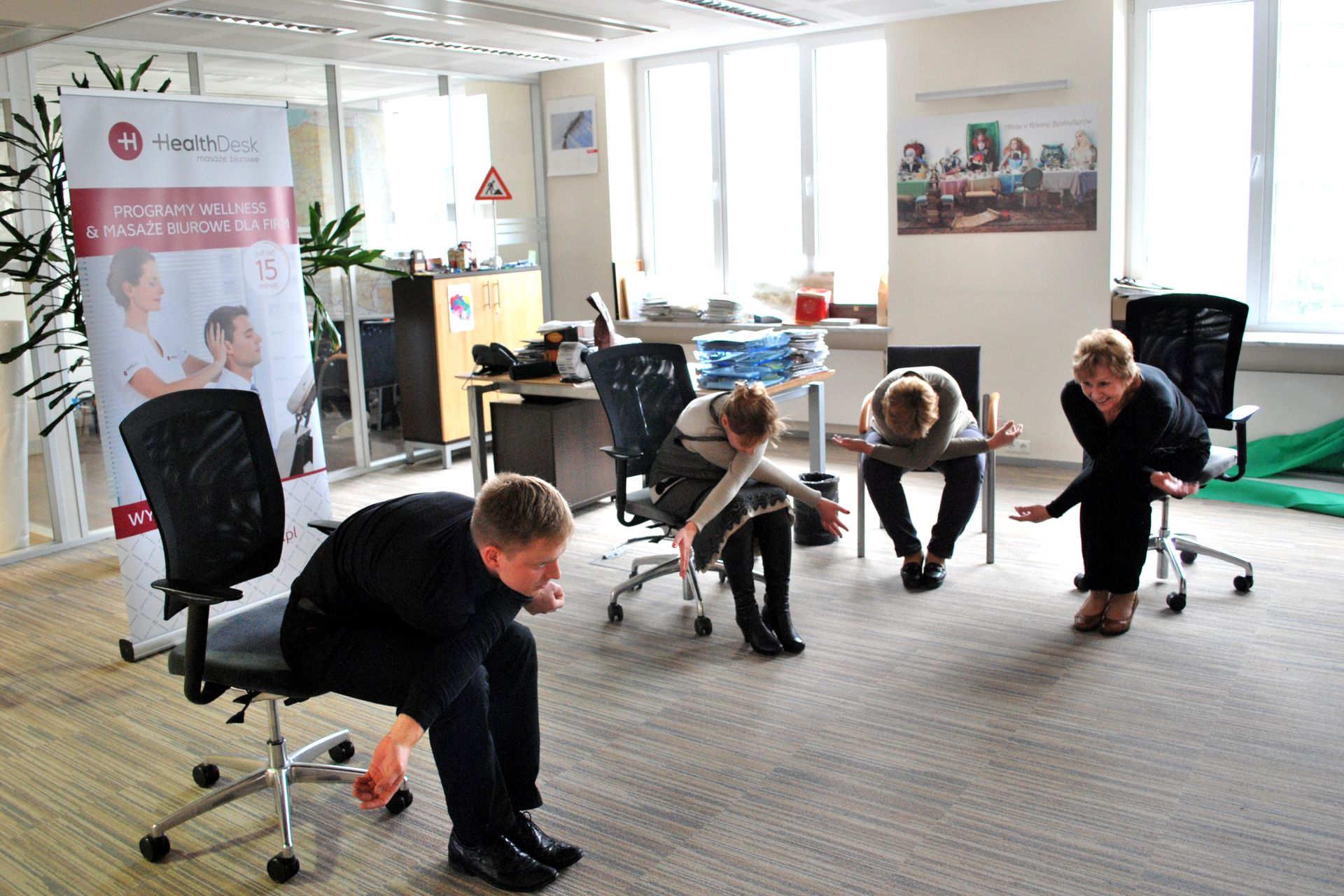 Ćwiczenia w pracy i stretching w firmie od HealthDesk 2