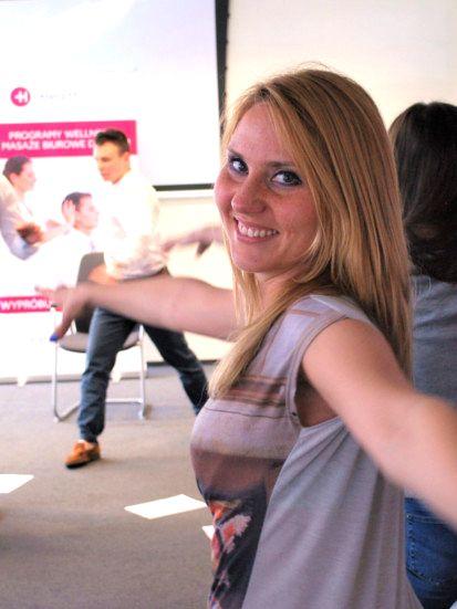 Ćwiczenia w pracy i stretching w firmie od HealthDesk 4